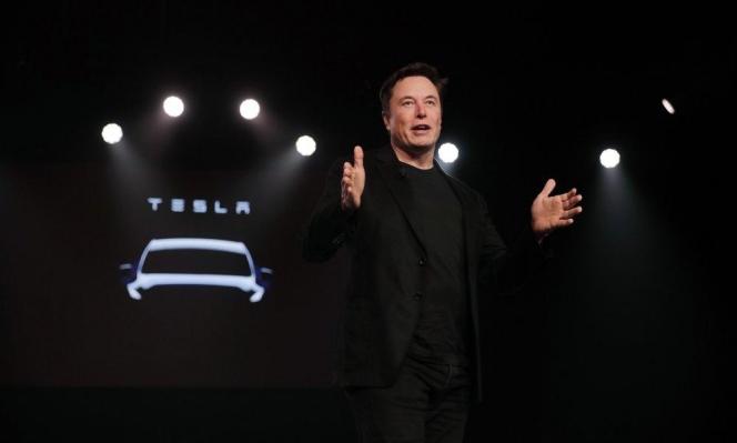 """إلون ماسك: """"تيسلا"""" سيارة مستقلة تماما في 2020"""