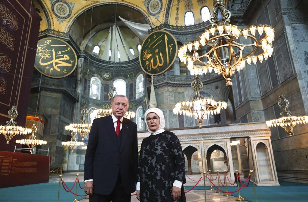 """إردوغان افتتح """"أيا صوفيا"""" في ذكرى اتفاقية لوزان (أ ب)"""