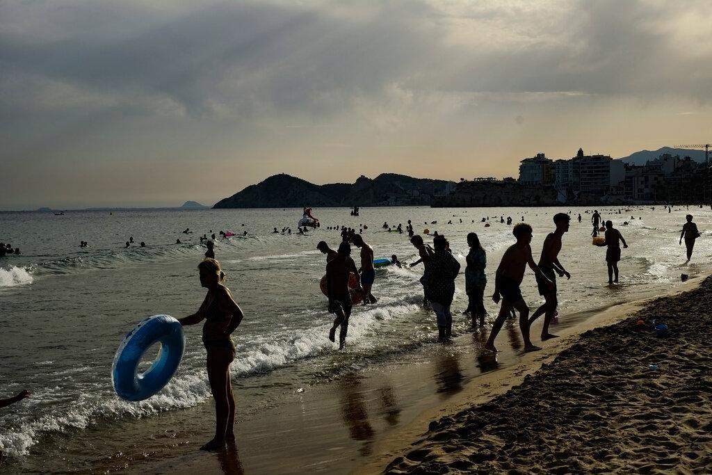 """كورونا عالميا: أطباء برازيليون يطالبون بالتحقيق بـ""""جرائم"""" بولسونارو وتعامُل دولٍ عربية """"مخيّب"""""""