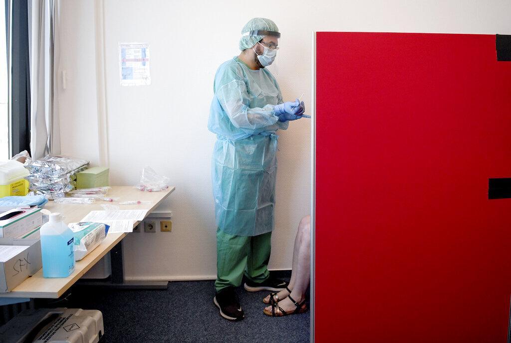 """مُستجدات كورونا عالميًا؛ الصحة العالمية تتوقع جائحة """"طويلة الأمد"""""""