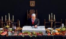 """نتنياهو يبدأ حملته الانتخابية بـ""""دفع ثمن رغيف شاورما"""""""