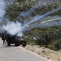 إصابة العشرات جرّاء اعتداء قوات الاحتلال على مسيرتين في الضفة