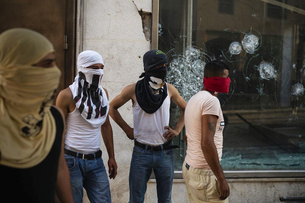 إصابة محتجّين لبنانيين خلال اشتباكات مع قوات الأمن في بيروت