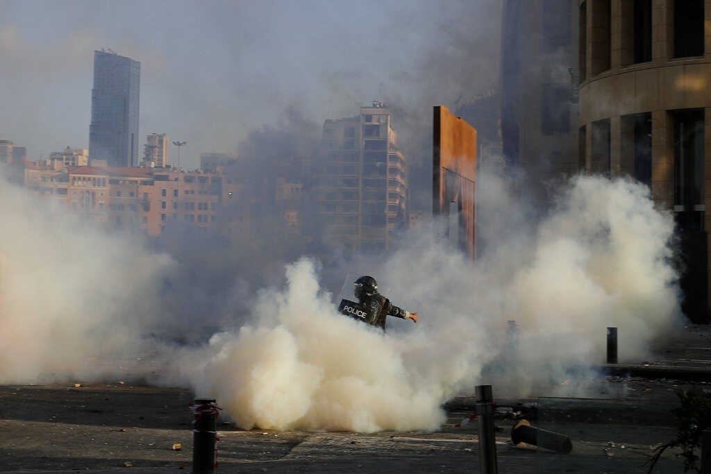من مواجهات الأمس في بيروت (أ ب)