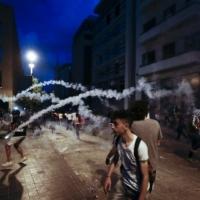 بلباس مدنيّ.. من يطلق النار على المحتجين في بيروت؟