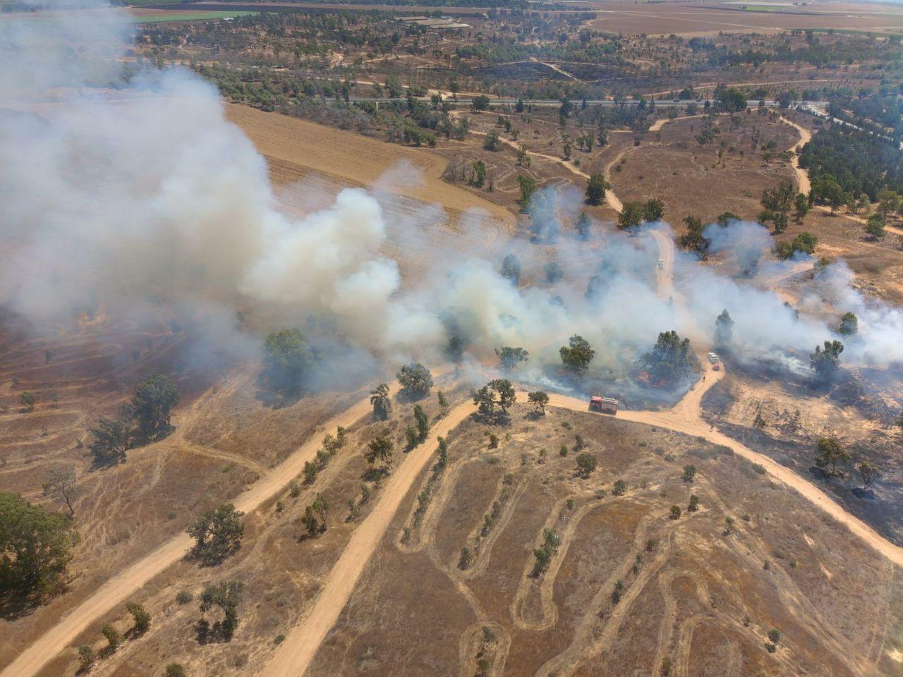 الاحتلال يهدد بتشديد الحصار على غزة: 60 حريقا جراء البالونات الحارقة