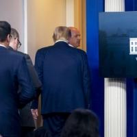 إطلاق نار قبالة البيت الأبيض وترامب يقطع مؤتمره الصحافي