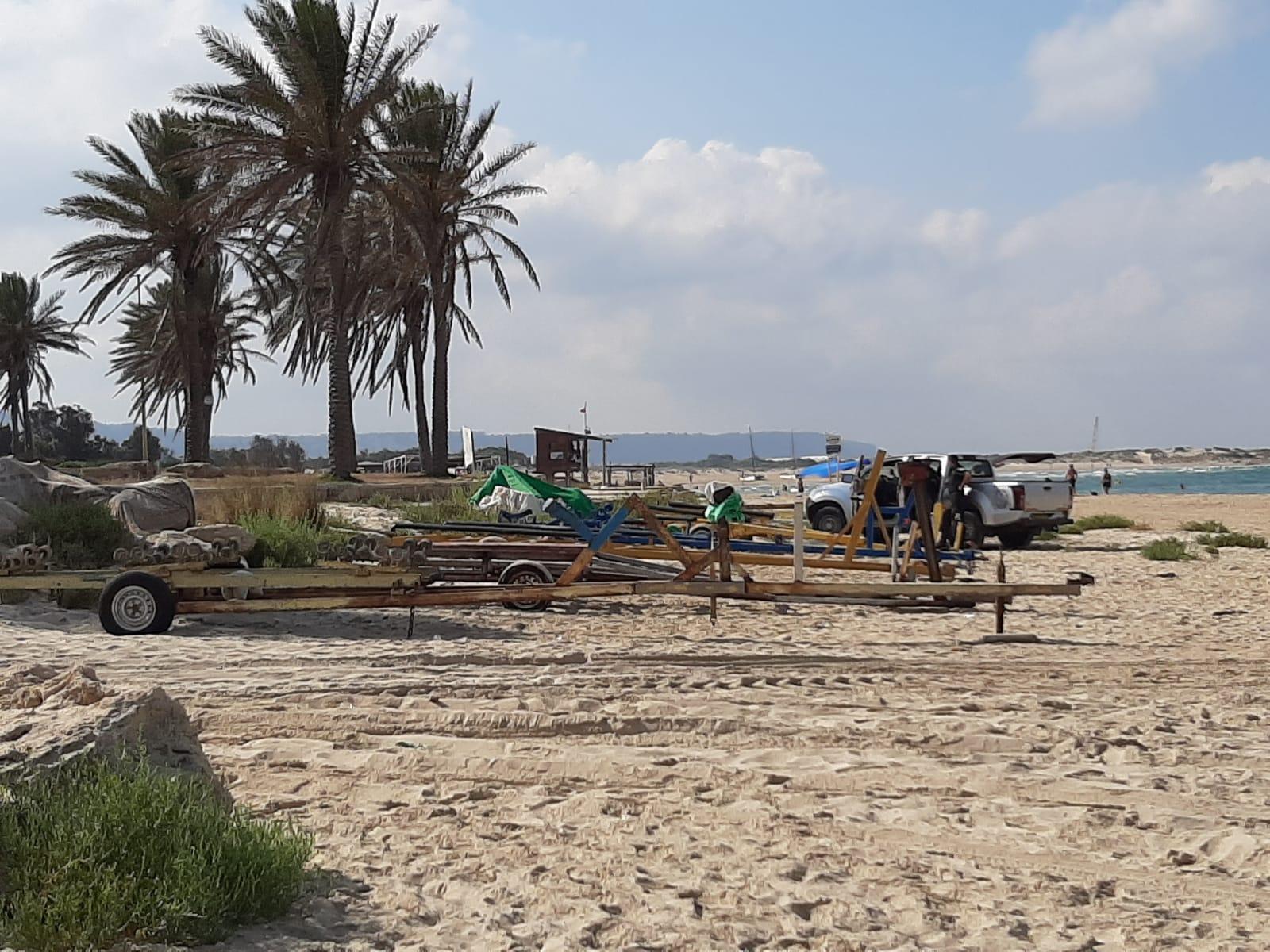 أوامر إخلاء لعربات الصيادين في شاطئ الطنطورة