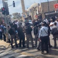يافا: احتجاجات غاضبة تنديدا بتدنيس مقبرة الإسعاف