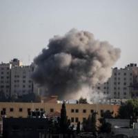 طيران ومدفعية الاحتلال تقصف عدة مواقع في قطاع غزة
