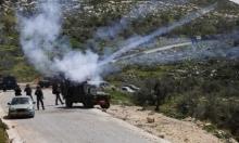 عشرات الإصابات بالاختناق إثر تفريق الاحتلال لمسيرتيْن في الضفة