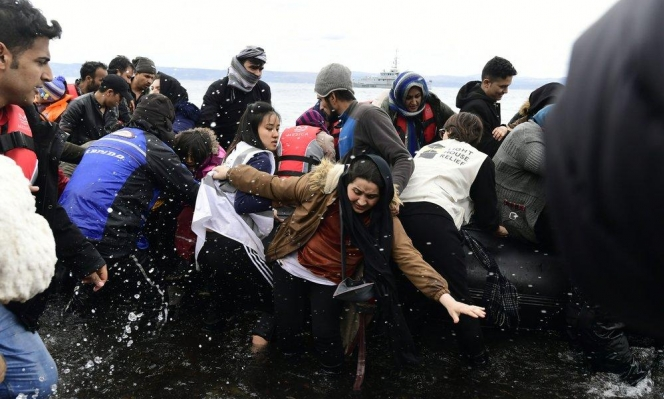 """""""تركتهم عُرضة للغرق"""": اليونان تعمّدت حرمان اللاجئين من الوصول لسواحلها"""
