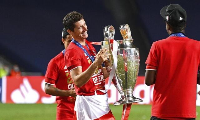 ليفاندوفسكي بعد لقب دوري الأبطال: لا تتوقف أبدا عن الحلم