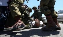 تنكيل بفلسطيني أثناء اعتقاله يُفقده الوعي