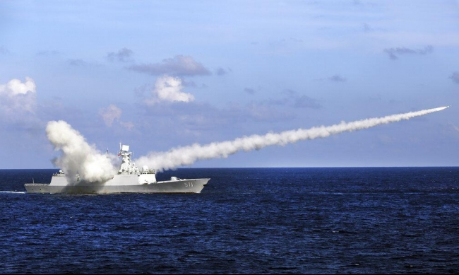 التوتر الأميركي الصيني بالمحيط الهادي: سفينة حربية تبحر في بحر الصين