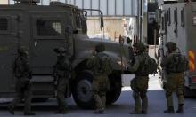 الضفة الغربيّة: الاحتلال ينفذ اعتقالات ويصادر مواد بناء