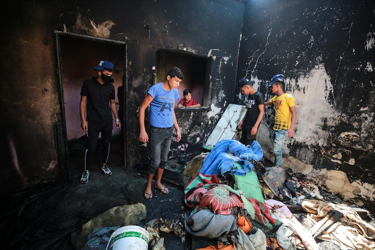 غزة تشيّع جثامينالأشقاء الثلاثة؛ احترقوا بسبب شمعة أُشعِلت إثر انقطاع الكهرباء