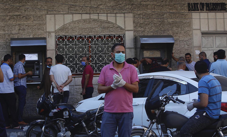 3 وفيات و806 إصابات جديدة بالفيروس وعبّاس يُعلن حالة الطوارئ 30 يومًا
