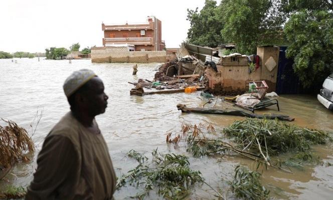 """السودان يعلن حالة طوارئ لمدة 3 أشهر ويعتبر البلاد """"منطقة كوارث طبيعيّة"""""""
