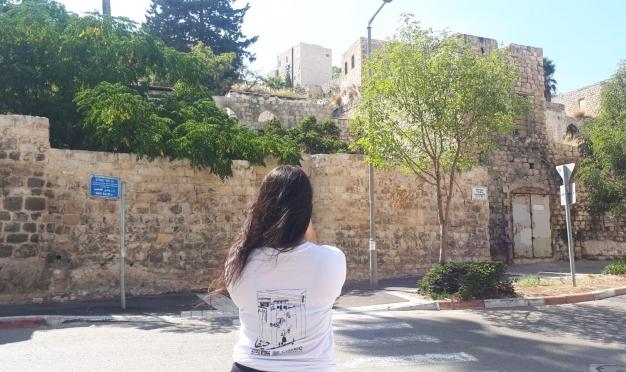 """""""بالعربي حيفا"""": عشرات الطلاب يتقفون آثار حيفا العربية"""