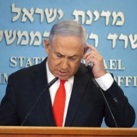 """نتنياهو ينسحب من اجتماع الحكومة لمحادثة """"ذات أهمية وطنية"""""""