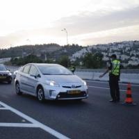 كورونا: أزمات مرورية بسبب حواجز الشرطة وتوجه لتشديد الإغلاق