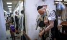 نتنياهو يطالب بإغلاق شامل واسع يشمل فروعا اقتصادية عديدة
