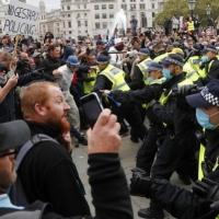 بريطانيا: اعتقال 10 أشخاص باحتجاجات ضد إجراءات العزل