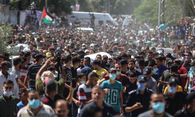 غزة تشيّع جثماني الصياديْن اللذين قُتلا برصاص الجيش المصري