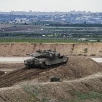 الاحتلال يعتقل غزيين عبرا الشريط الأمني ويدعي حيازتهما سكينا وقنبلة يدوية