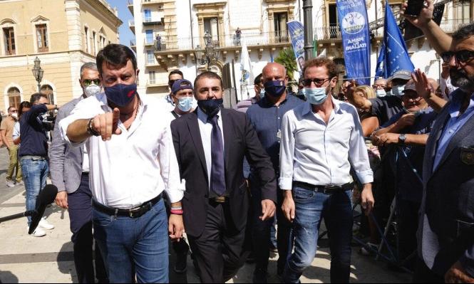 اليميني سالفيني أمام المحكمة للتنكيل بمهاجرين