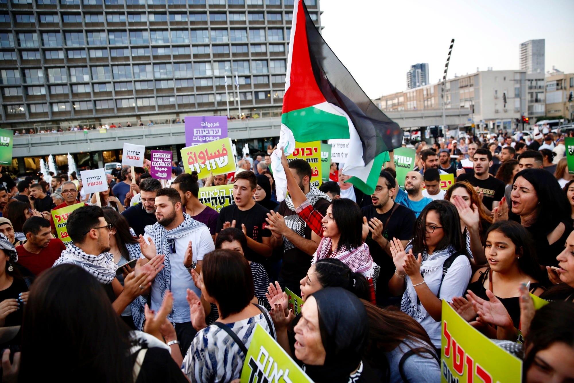 """من تظاهرة """"قانون القومية"""" في تل أبيب (أ ب)"""