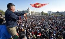متظاهرون يستولون على مقر السلطة ويحررون رئيس قرغيزستان السابق