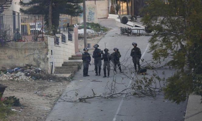 رام الله: الاحتلال يوقف دورية للشرطة الفلسطينية ويصادر أسلحتها