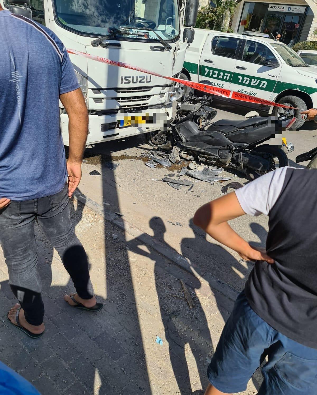 طمرة: إصابة حرجة في حادث بين شاحنة ودراجة نارية