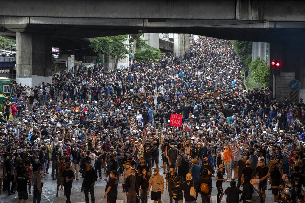 المظاهرات مستمرّة لليوم الثالث على التوالي (أ ب)