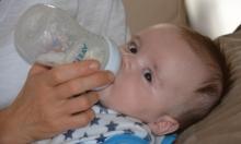 دراسة: ملايين الجسيمات البلاستيكية يستقبلها الرضيع من زجاجات الحليب