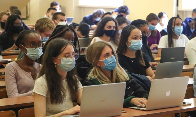 جامعيّون عرب في ظلّ جائحة كورونا؛ قرارات مصيرية ومصاعب جمّة