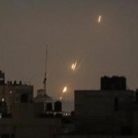 الاحتلال يقصف مواقع لحماس وأراضيَ زراعية في قطاع غزة
