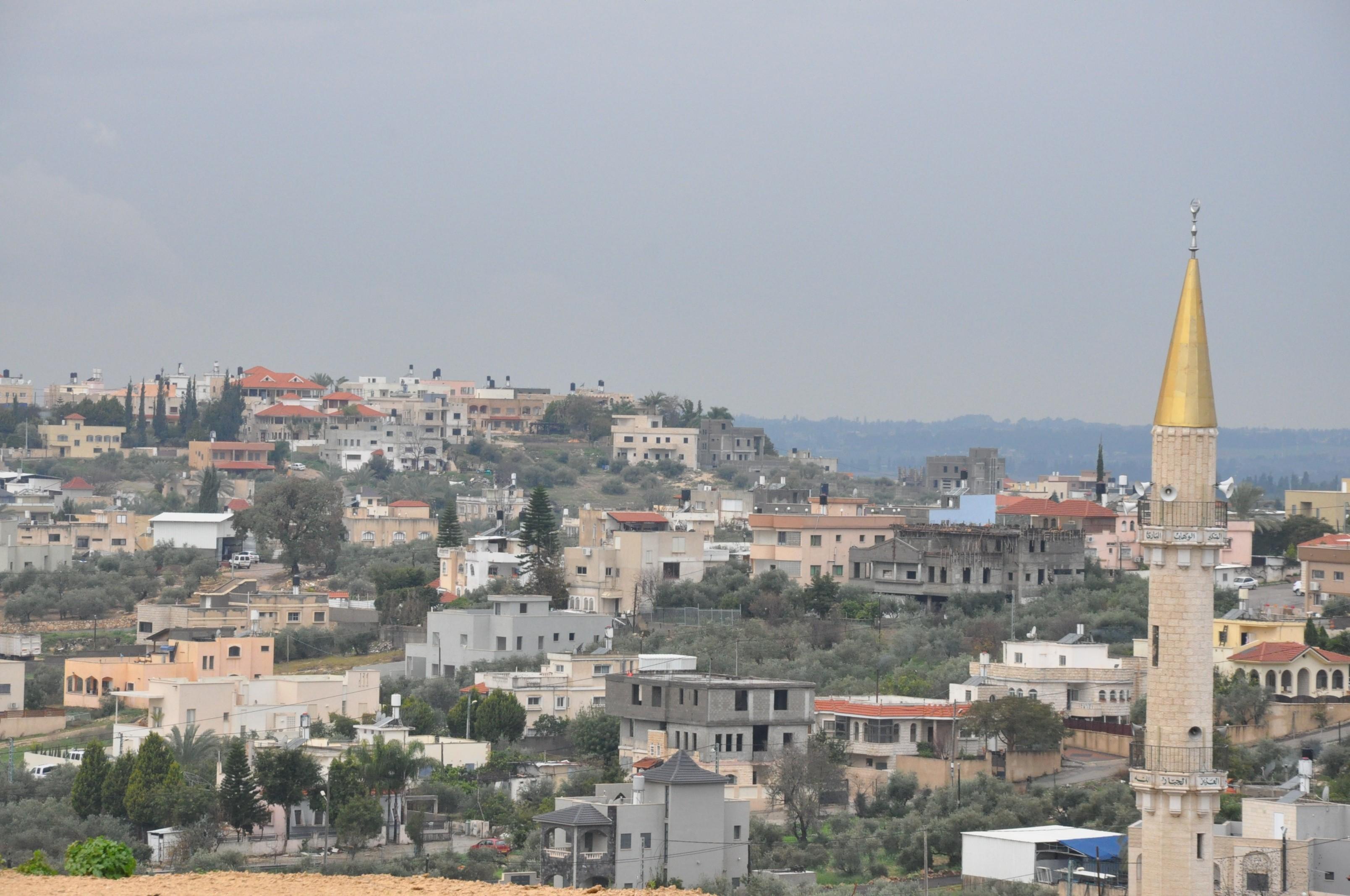 منظر عام لمدينة باقة الغربية: شح باحتياط الأراضي وعدم توسيع مسطح البناء