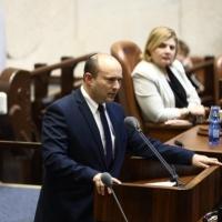 بينيت يترشّح لرئاسة الحكومة ويرفض رئاسة مؤقتة ليعالون