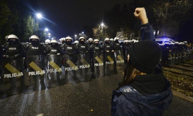 احتجاجات بولنديّة بعد الحظر شبه الكامل على الإجهاض