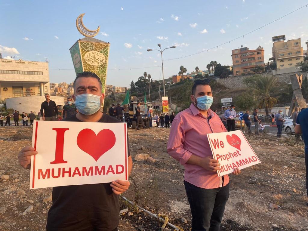 وقفات احتجاجية في عدة بلدات ضد الإساءة للنبي