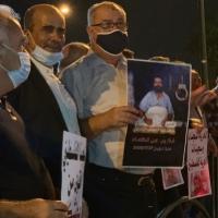 """تظاهرة أمام مستشفى """"كابلان"""" دعما للأسير الأخرس"""