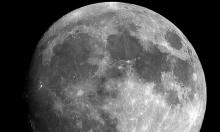 ما تعقيب العلماء حول وجود المياه على الجانب المضيء للقمر؟