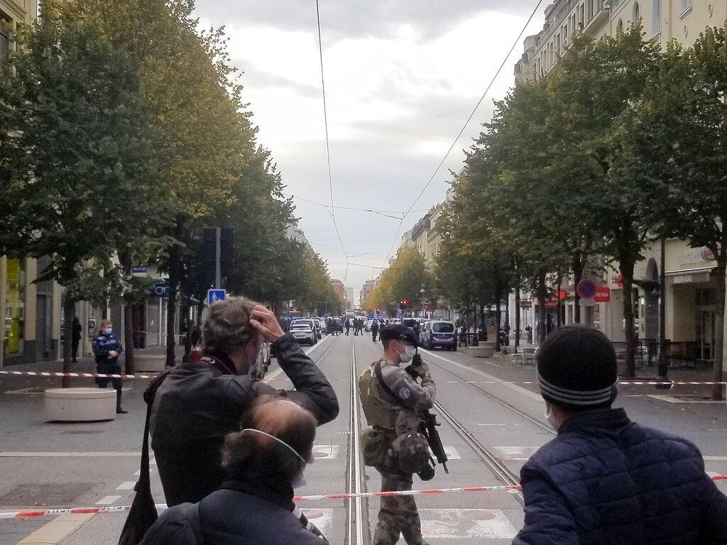 رفع التأهّب الأمني بفرنسا: 3 قتلى بعمليّة طعن في نيس ومقتل رابع بأفنيون