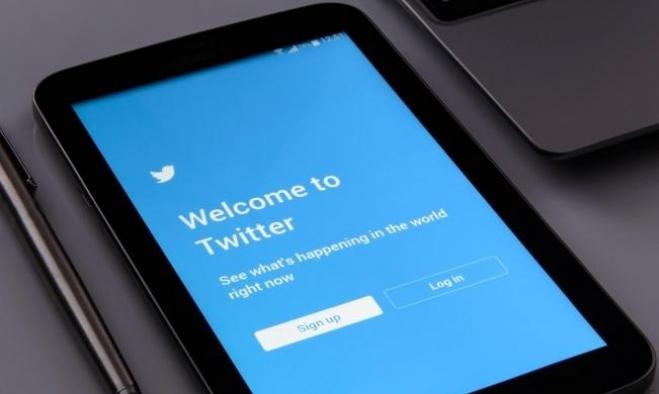 """حماس: """"تويتر"""" حظر حسابات فلسطينية بضغط إسرائيلي"""