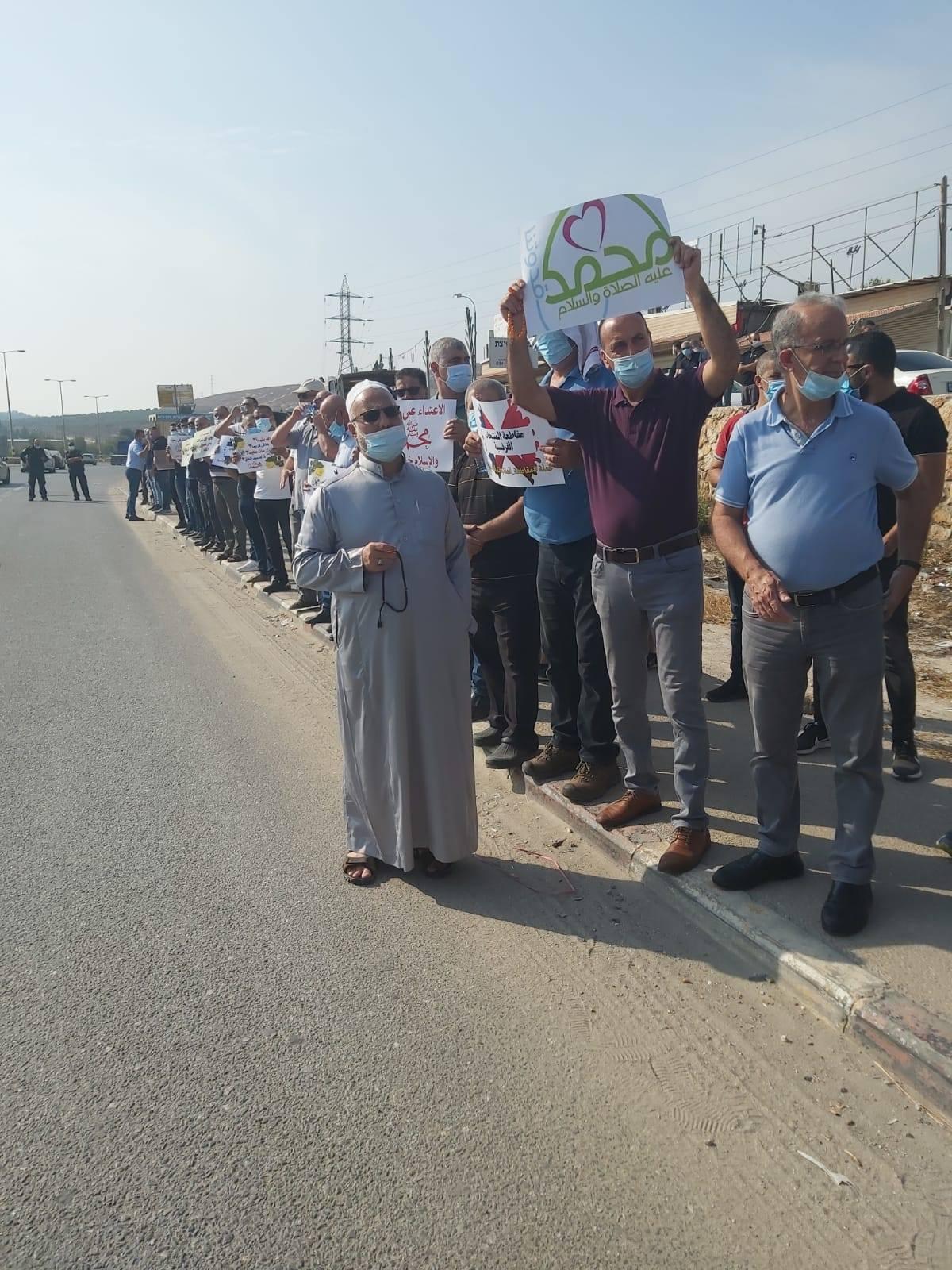 وقفات احتجاجية في البعنة وطمرة ونحف ضد الإساءة للنبي