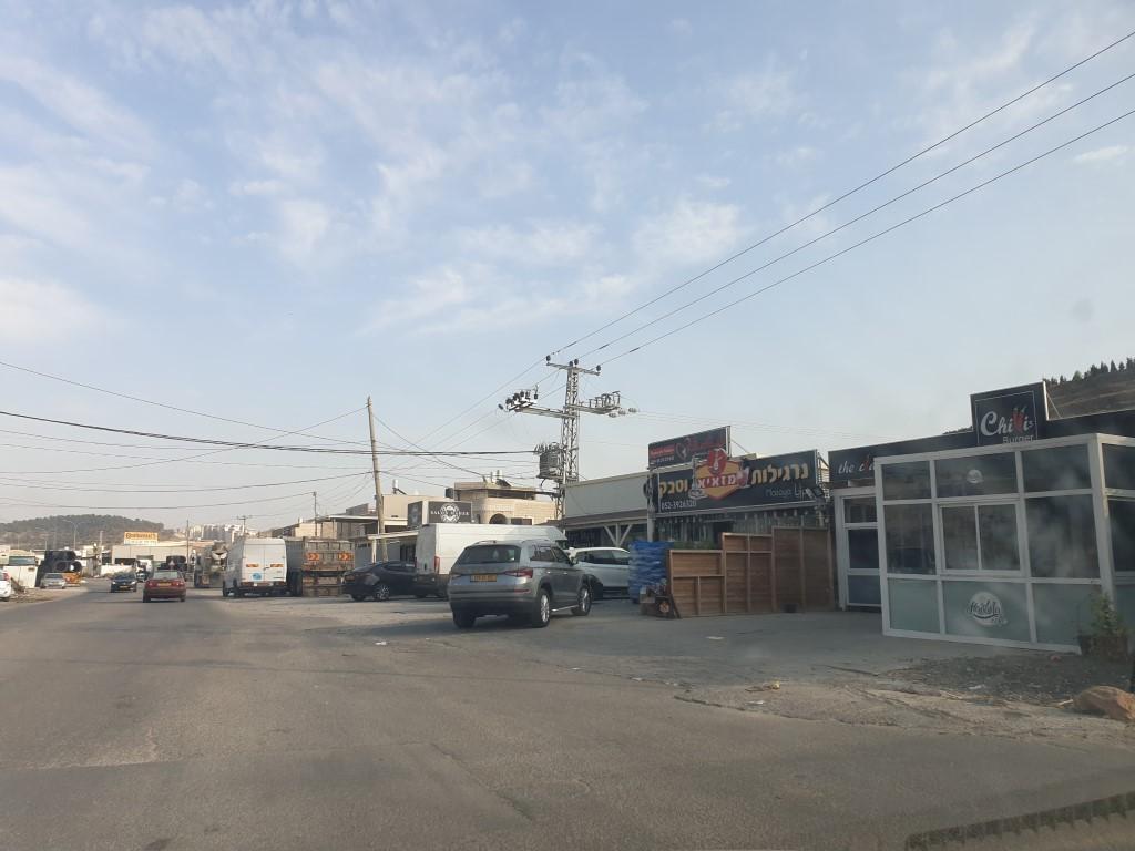 محلات تجارية مهددة بالإخلاء في مجد الكروم: مصير مجهول ولا حلول قريبة
