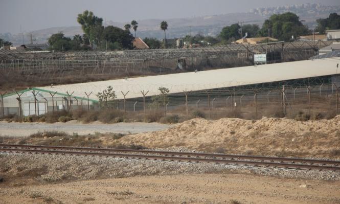 ديمونا - بئر السبع: سكّة حديد فوق بيوت العرب